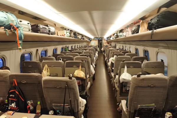 東北新幹線は満席