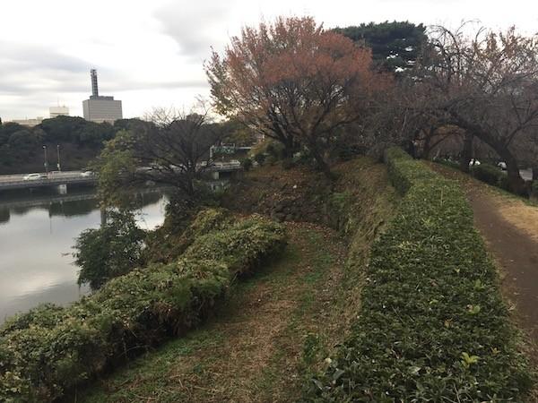皇居(江戸城)の石垣沿いを歩いて
