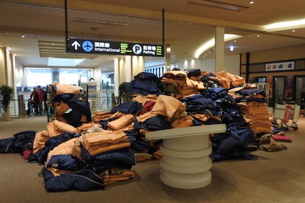 毛布の数が前日に大変な苦労をされた人々の数が想像される
