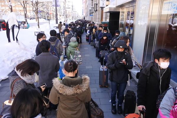 札幌から新千歳空港へのバス乗り場の超長蛇の列