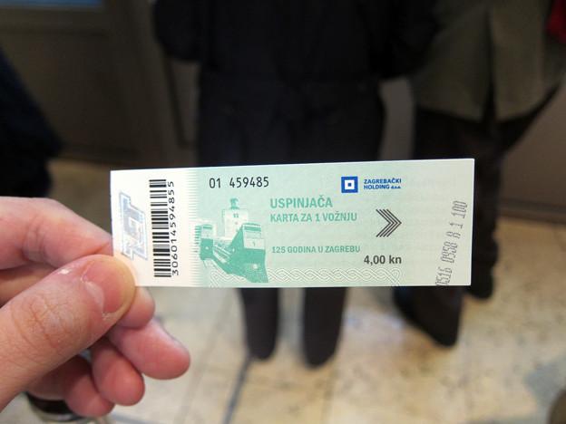 ウスピニャチャのチケット