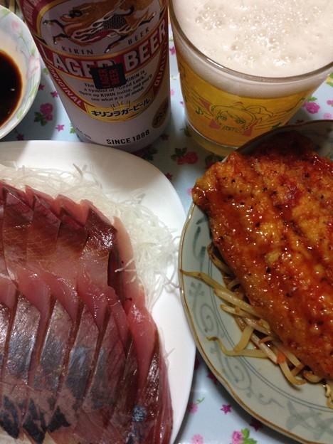Photos: 今日の夕食。青森県産のいなだのお刺身と秋刀魚のトマト焼き。どちらも美味しい(´∇`)
