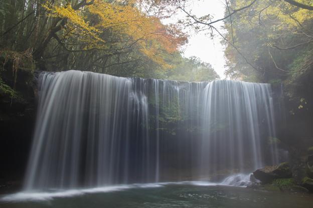 写真: 朝靄の鍋ヶ滝♪2