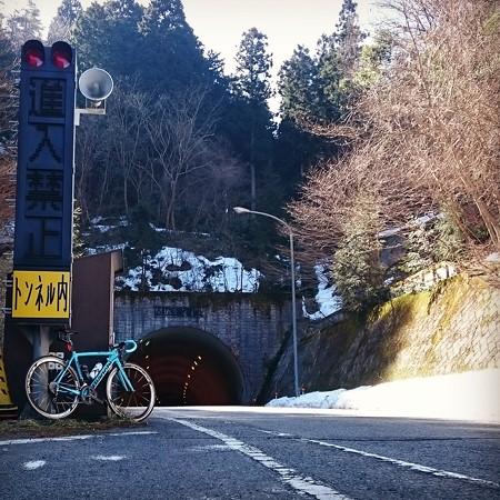 間地トンネル