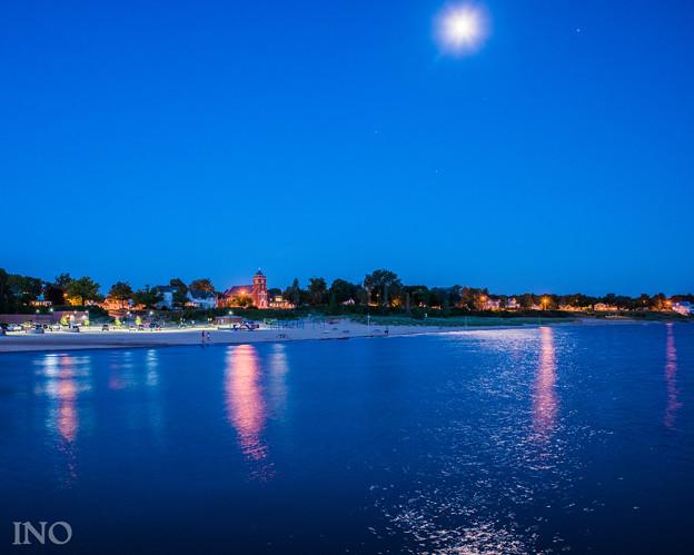 写真: 湖と光