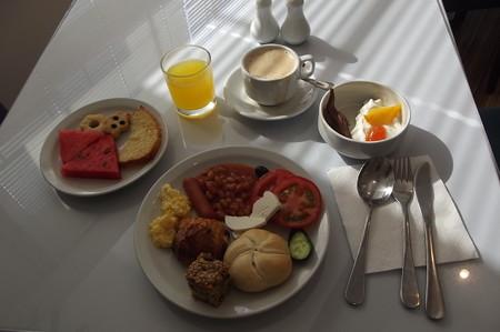 ラルナカ・ホテルの朝食0726